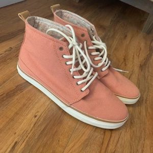 Reef size 7 high top sneakers, barely Used.